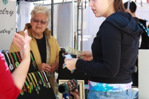 woman buying jewelry at Baldwin Park Arts Fest