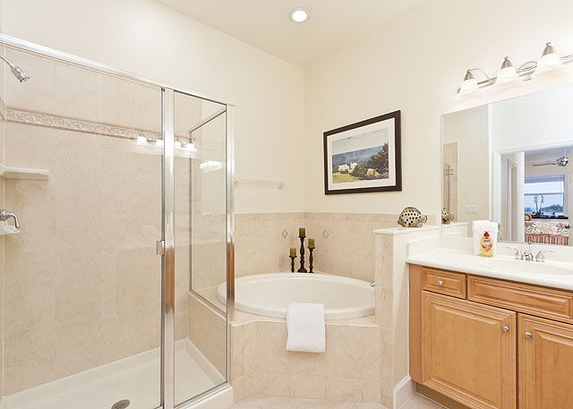 Technique Tutorial: Photographing and Editing a Bathroom (1/4)