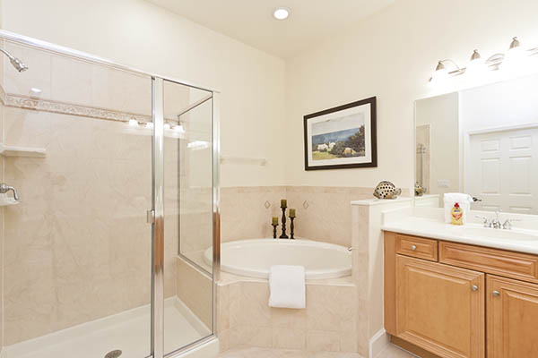 Technique Tutorial: Photographing and Editing a Bathroom (3/4)