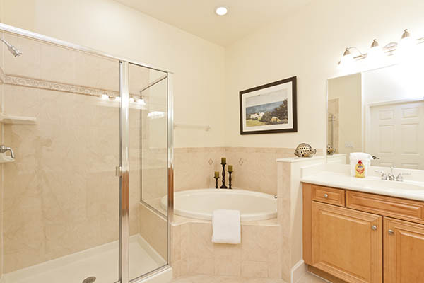 Technique Tutorial: Photographing and Editing a Bathroom (4/4)